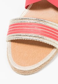 Fitters - LEONIE - Wedge sandals - coral - 5