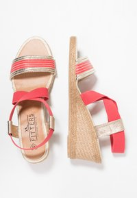 Fitters - LEONIE - Wedge sandals - coral - 1