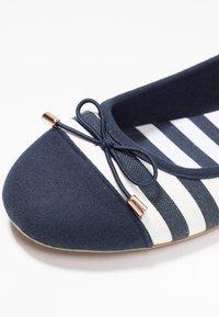 Fitters - GRACE - Ballet pumps - navy/white - 5