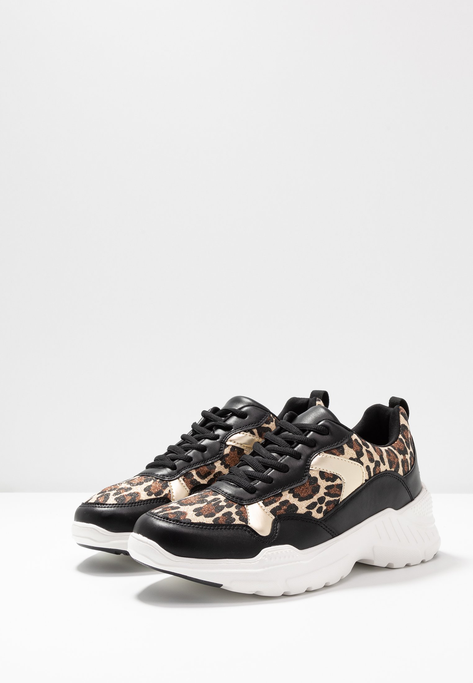 MADELEINE Sneakers gold