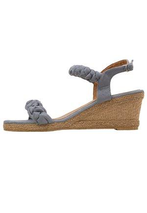 TESS - Sandály na klínu - grey