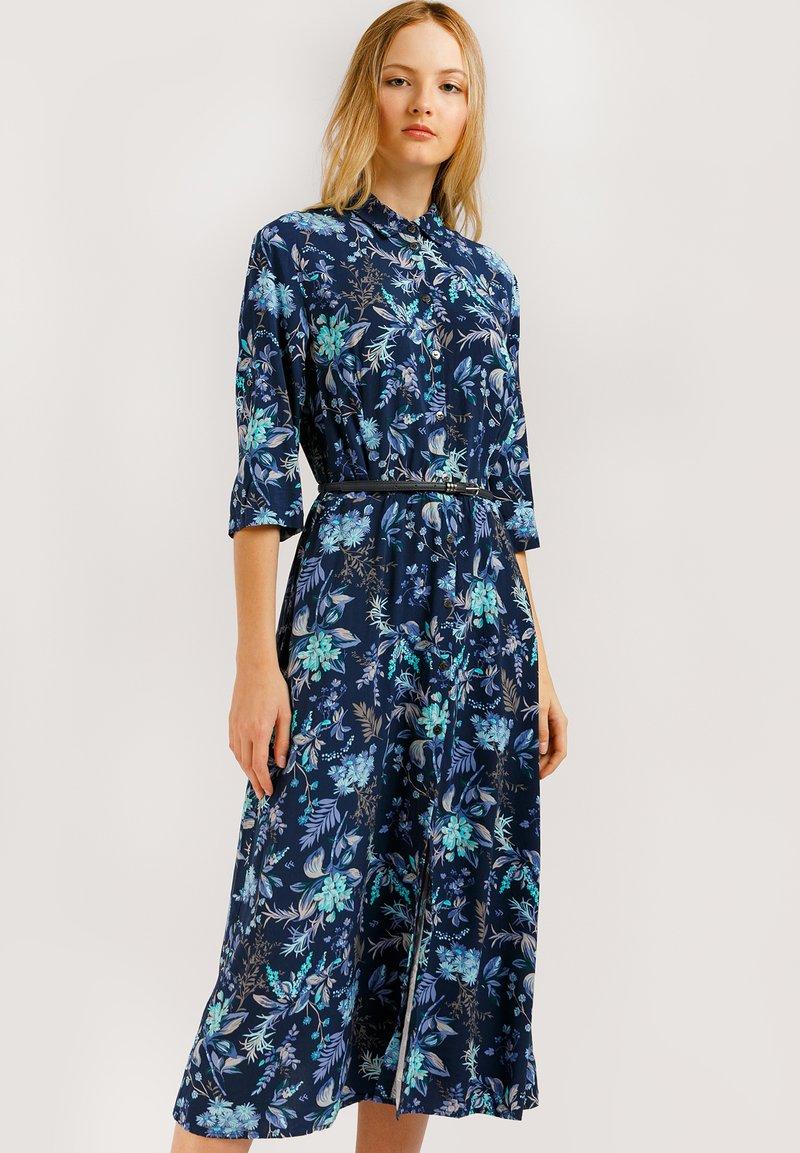 Finn Flare - MIT AUSGESTELLTER PASSFORM - Shirt dress - cosmic blue