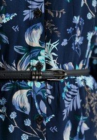 Finn Flare - MIT AUSGESTELLTER PASSFORM - Shirt dress - cosmic blue - 2