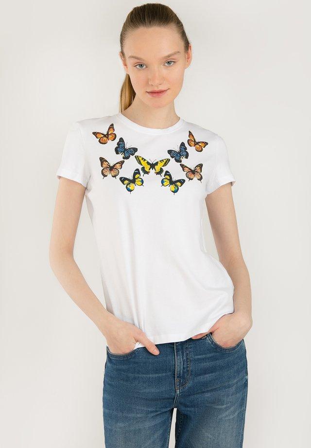 MIT SÜSSEM SCHMETTERLINGSDRUCK - T-shirt imprimé - white