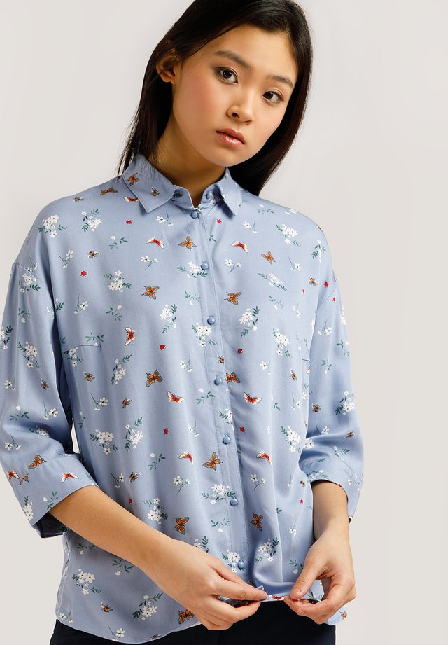 MIT FEMININEM ALLOVERPRINT - Button-down blouse - skyline