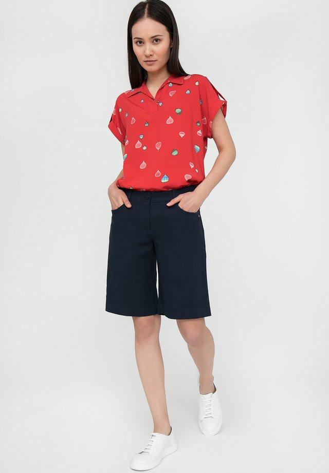 MIT GERADEM SCHNITT - Shorts - cosmic blue
