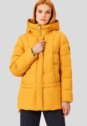 MIT HOHEM STEHKRAGEN - Down coat - yellow