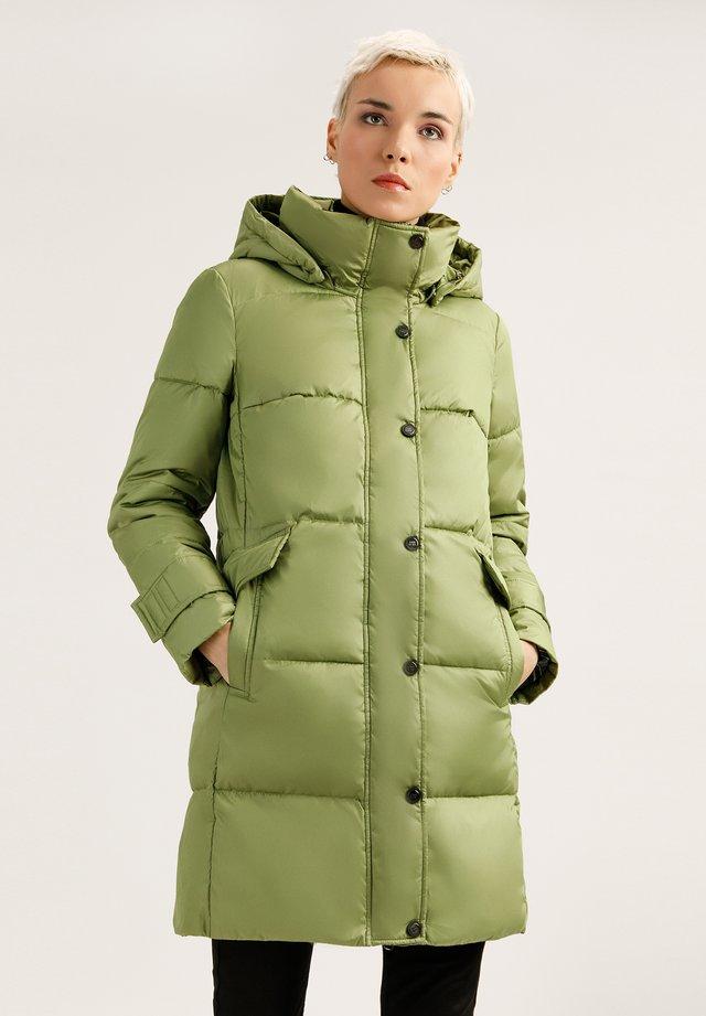 MIT GROSSER KAPUZE - Down coat - light green