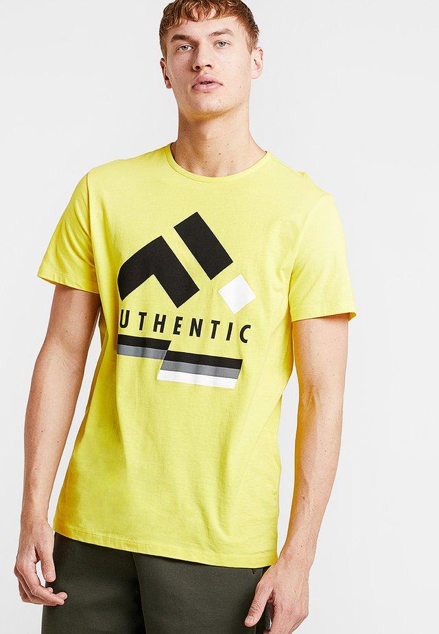 FRSFRED REGULAR TEE - Print T-shirt - blazing yellow