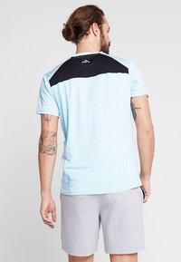 FIRST - FRSNEIL TRAINING TEE  - T-shirt z nadrukiem - sea/white melange - 2
