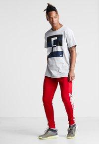 FIRST - FRSREX REGULAR TEE SUMMER CAMPAIGN - T-shirt z nadrukiem - light grey melange - 1