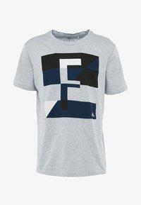 FIRST - FRSREX REGULAR TEE SUMMER CAMPAIGN - T-shirt z nadrukiem - light grey melange - 4