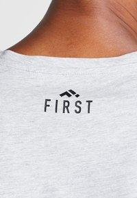 FIRST - FRSREX REGULAR TEE SUMMER CAMPAIGN - T-shirt z nadrukiem - light grey melange - 5