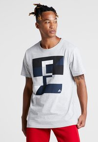 FIRST - FRSREX REGULAR TEE SUMMER CAMPAIGN - T-shirt z nadrukiem - light grey melange - 0