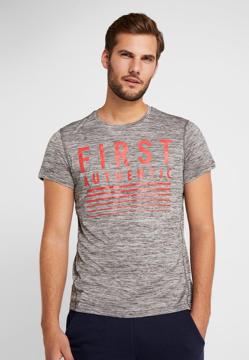 FIRST - FRSIAN TRAINING TEE - T-shirt print - medium grey melange