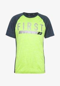 FIRST - TRAINING TEE - T-shirt z nadrukiem - blue nights/azid lime - 4