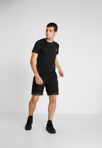 FIRST - TRAINING TEE - Camiseta estampada - black - 1