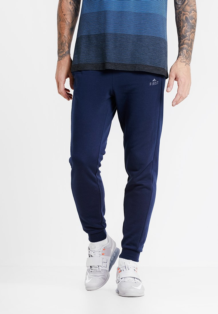 FIRST - TRAVIS PANTS - Jogginghose - navy blazer/frost grey