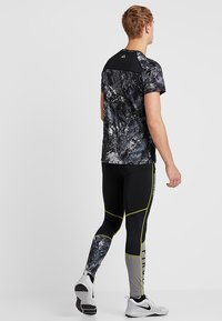 FIRST - FRSASK TRAINING  - Legginsy - black/blazing yellow - 2