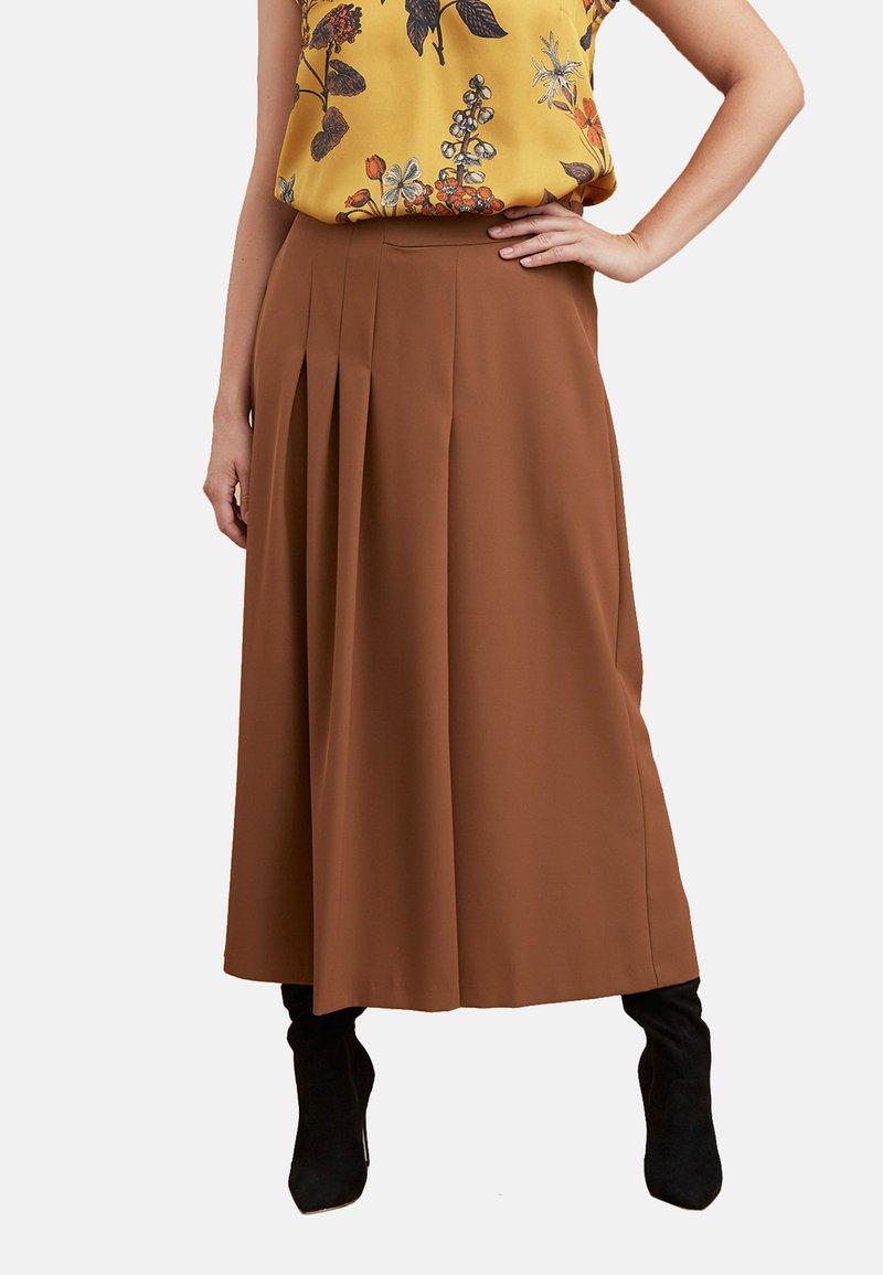 Fiorella Rubino - MIT FALTEN - Pantalones - brown