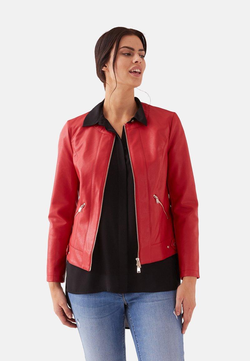 Fiorella Rubino - Faux leather jacket - red