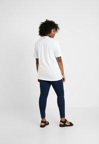 Fila Plus - PURE SHORT SLEEVE - Camiseta estampada - white - 2