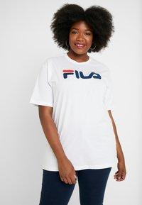 Fila Plus - PURE SHORT SLEEVE - Camiseta estampada - white - 0