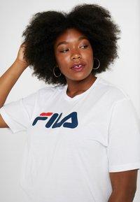 Fila Plus - PURE SHORT SLEEVE - Camiseta estampada - white - 5