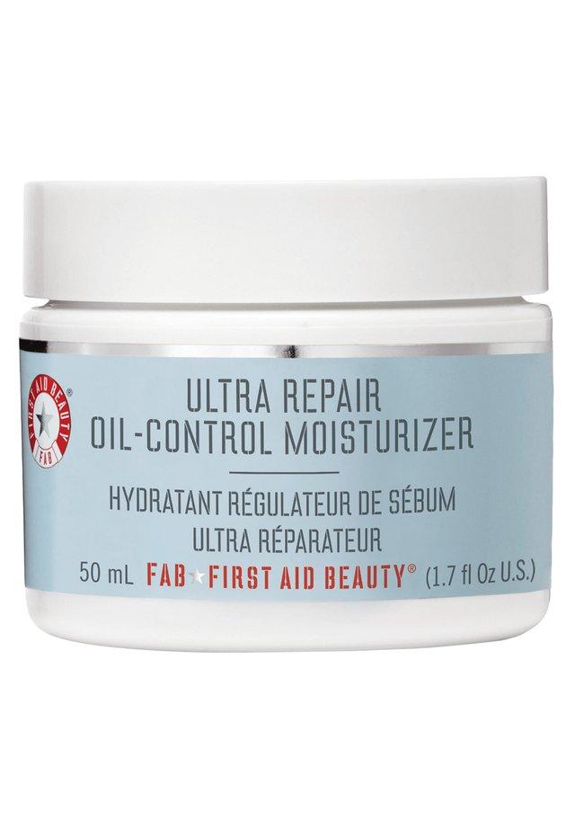 FIRST AID BEAUTY OIL-CONTROL MOISTURIZER - Face cream - -