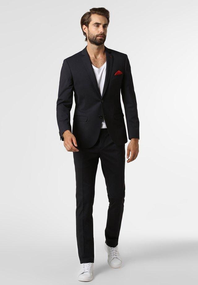 Suit - marine