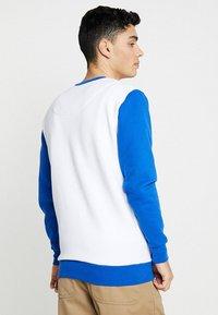 French Kick - COCORICO - Collegepaita - white/electric blue - 2