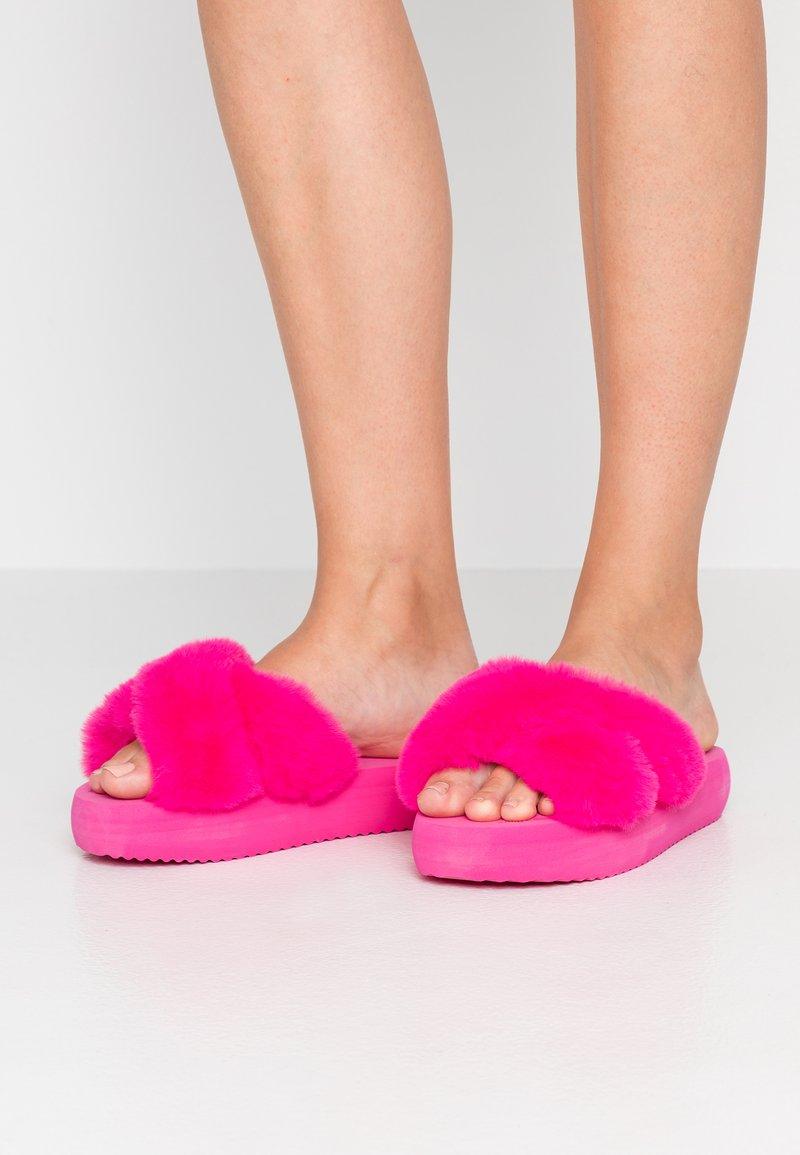 flip*flop - FAT CROSS  - Sandalias planas - very pink
