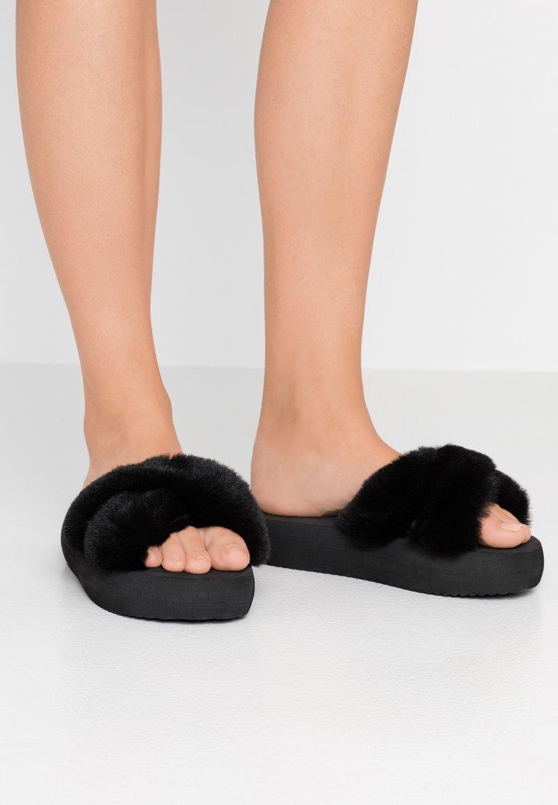 flip*flop - FAT CROSS  - Sandalias planas - black