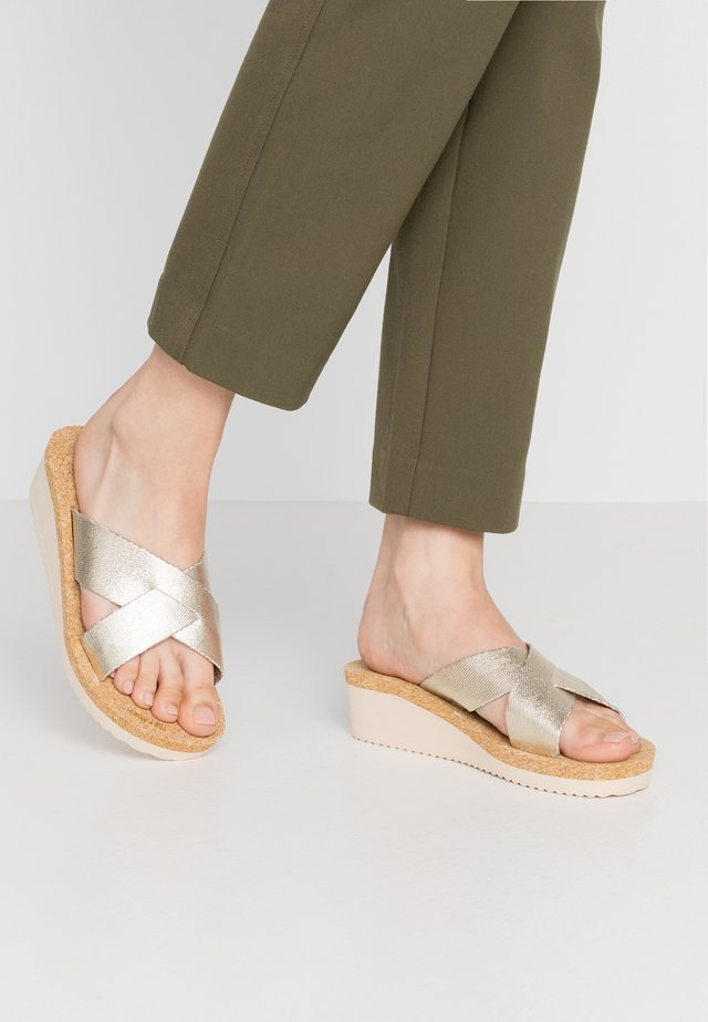 LOW WEDGE  - Mules - gold
