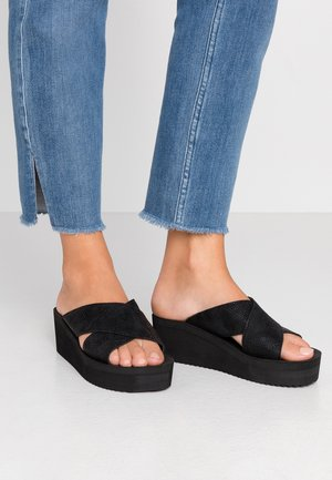 WEDGE CROSS - Pantofle na podpatku - black