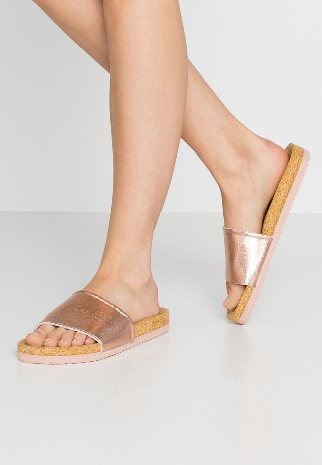 POOL - Pantolette flach - rosegold