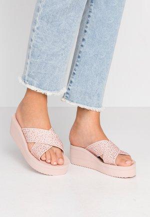 WEDGE CROSS CRYSTAL - Pantofle na podpatku - dirty rose