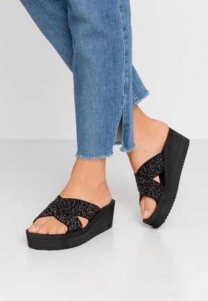 WEDGE CROSS CRYSTAL - Pantofle na podpatku - black