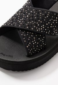 flip*flop - WEDGE CROSS CRYSTAL - Korolliset pistokkaat - black - 2