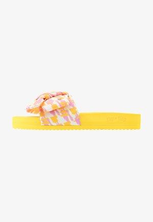 POOL BOW PAINT - Sandalias planas - sun yellow