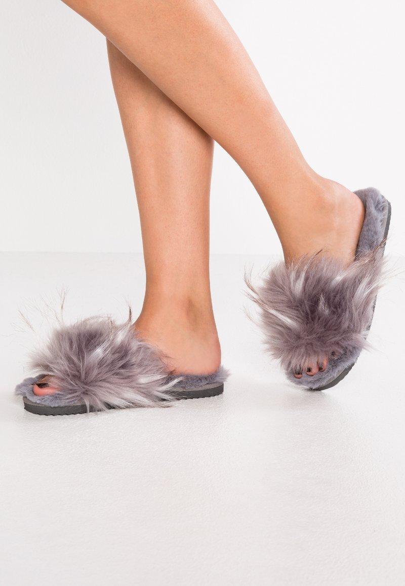 flip*flop - HAIRY POOL - Slippers - steel