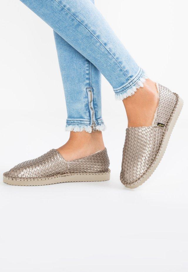 FLIPPADRILLA BRAID - Slippers - taupe