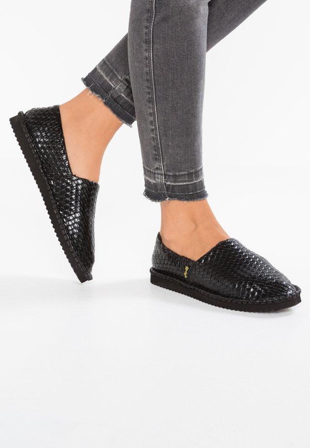 FLIPPADRILLA BRAID - Slippers - black