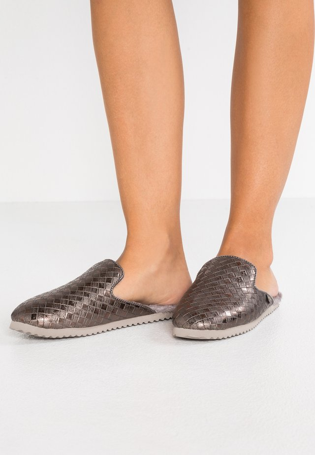 SLIPPER BRAIDED - Slippers - taupe