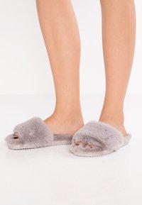 flip*flop - SLIDE - Domácí obuv - grey - 0