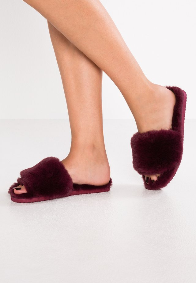 SLIDE - Slippers - dark berry