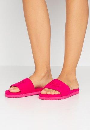 POOLY LOGO - Domácí obuv - very pink