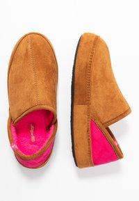 flip*flop - WIGWAM - Slippers - cognac - 3