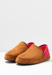 flip*flop - WIGWAM - Slippers - cognac - 4