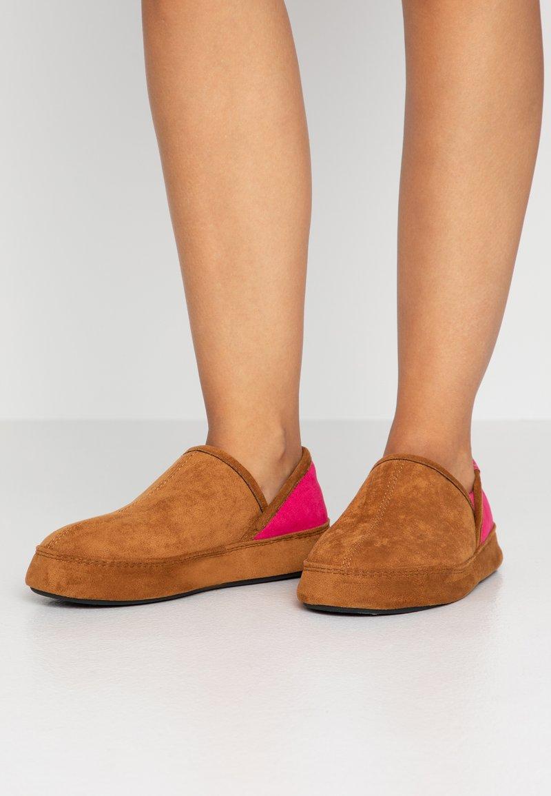 flip*flop - WIGWAM - Slippers - cognac